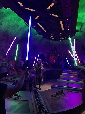 Star Wars Galaxy's Edge Savi's Workshop. BUILD YOUR OWN LIGHTSABER! Pin Included