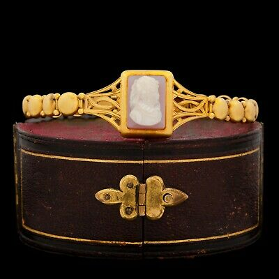 Antique Vintage Art Nouveau 18k Yellow Gold Etruscan Carved Conch Cameo Bracelet