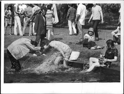 Folk life and types of people in Hyde Park, England - Vintage photo