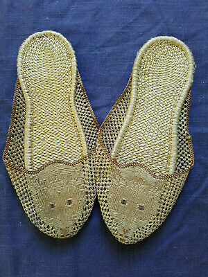 pair of woven children's slippers with cat head lion Asian