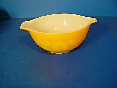 Vintage Pyrex Orange Sun flower - Daisy Cinderella 1 1/2 QT.  Mixing Bowl - 442