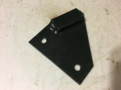 1970732C1 - A New Left Hood Bracket For A CaseIH 585, 885 Tractors