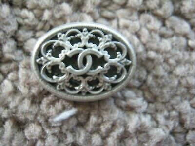 CHANEL  CC LOGO FRONT AUTH  SILVER  GREEN BUTTON TAG 16 x 12 MM emblum NEW