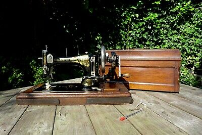 Antique sewing machine Sellers .V.S hand crank manual wooden case key collector
