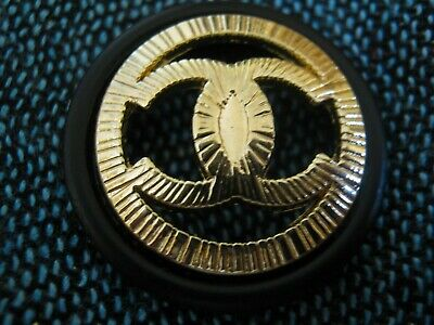 CHANEL 1  black   BUTTON  sz 22mm gold cc logo, ONE PC