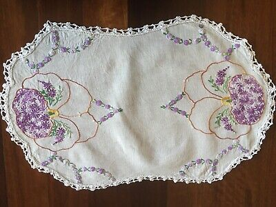 Stunning vintage linen embroidered Purple Daisy Filled Flower Centrepiece Doily