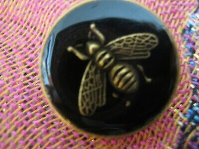 100% Gucci 🌺 1 button  BLACK COLOR  brass BEE 16 mm   ❤️ ADORABLE