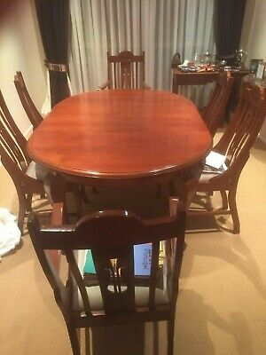 Antique french polished wooden extendable dining table - seats 4 - 8