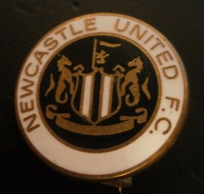 Newcastle United Fc Club Crest Round Football Brooch Pin Badge