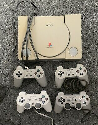 Sony PlayStation One, PS1, System SCPH-5501 Plus 4 Controllers