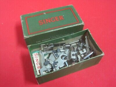 Antique box Singer with accessories in cardboard