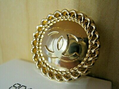 CHANEL 5 BUTTONS a clean GOLD 20mm ,  metal with  cc logo 5