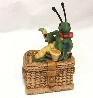 """Collectable Under The Hedge """"Just Guarding The Hamper"""" 1990 Lilliput Lane RARE"""