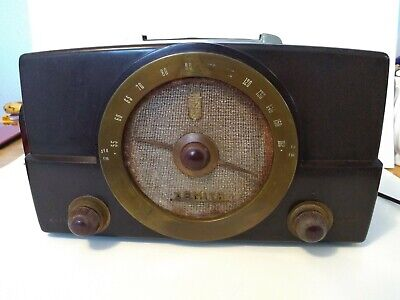 Vintage c.1940 Bakelite Zenith AM/FM Tube Radio Model S-14128 Works Sounds Great