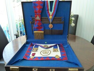 (LONDON) FREEMASON MASONIC Regalia including case