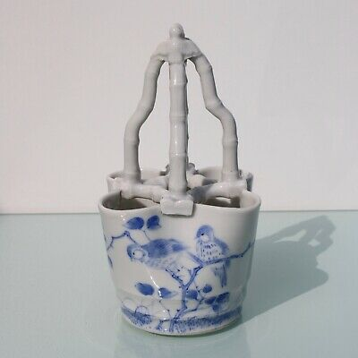 Antique Japanese porcelain blue white bird feeder Meiji periode (1868-1912)