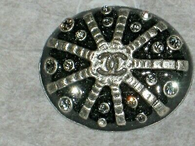 CHANEL BLACK SILVER  CC LOGO FRONT AUTH METAL  BUTTON TAG 16 x 11 MM emblem NEW