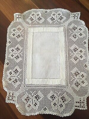 Lovely vintage cream filet crochet linen centrepiece Doily Table Mat Butterflies
