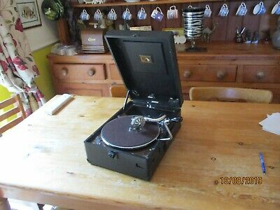 A good working HMV 102 Gramophone Phonograph