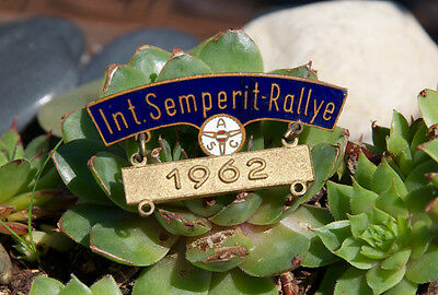 ALTE EMAILLE TEILNEHMER PLAKETTE / PIN # ACS INT. SEMPERIT RALLYE 1962 mercedes
