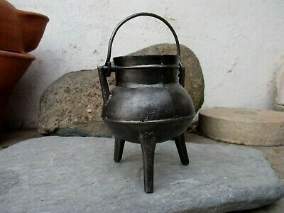 Genuine Vintage Nice Small in Cast Iron Cooking Old Gypsy Pot Cauldron 1 Litre