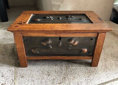Arts and Crafts Chest Box in oak and copper antique decorative