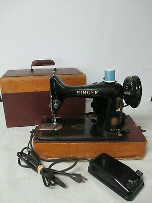 VINTAGE Singer Sewing Machine 3/4 MODEL 99K W/Case