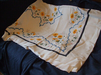 Vintage floral linen tablecloth with 6 napkins used