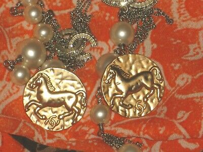 CHANEL 2 BUTTONS nice gold 25 mm over 1''metal with  cc logo horse free shipping