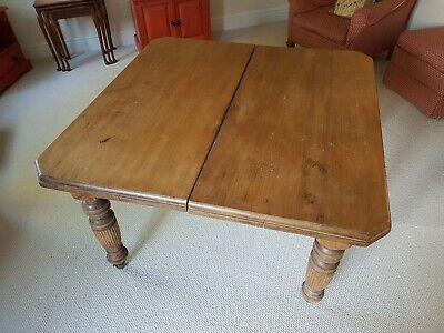 Ninteenth Century antique mahogany Extending Dining Table