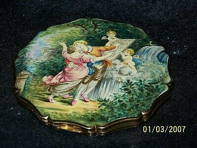 Vintage Stratton Woman's Compact, Beautiful Picture And Edging