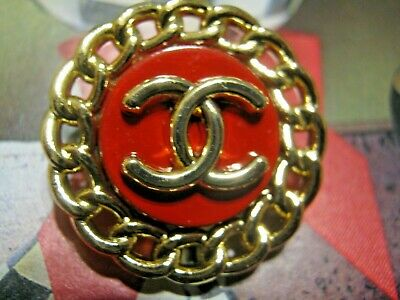 CHANEL 5 BUTTONS RED GOLD 22mm ,  metal with  cc logo 5