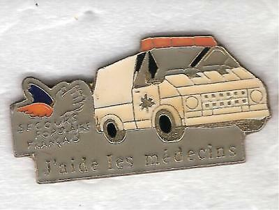 pin's voiture Ambulance Secours Populaire