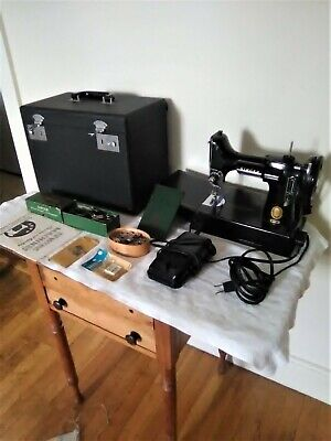 1953 SINGER 221 FEATHERWEIGHT SEWING MACHINE WITH CASE Black Serial #AL5711022