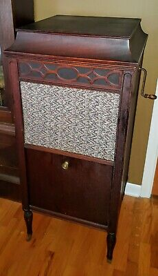 Edison Diamond Disc Phonograph ~ Model C150 ~ Mahogany Cabinet