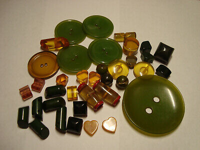 Antique Vintage LOT of GREEN and APPLEJUCE BAKELITE buttons
