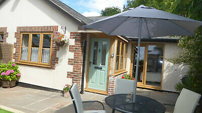 Luxurious dog friendly 2 bedroom holiday Cottage with hot tub in West Dorset