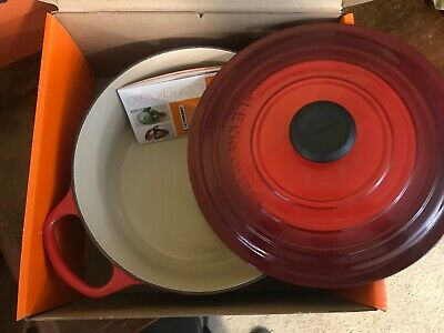 New in box Le Creuset 5.5 qt Dutch Oven, Cerise