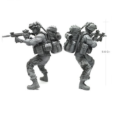 1//35 US Army Soldier On March Big Backpack Brutal Beard M4 Rifle Scale Model