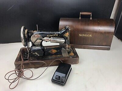 Singer Sewing Machine W/ Wooden Case And Pedal 1930'S.  Selling AS IS