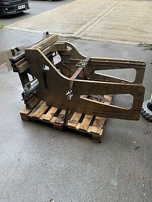 Class 2 CAM Bale Clamp In Good Condition. Delivery Can Be Arranged