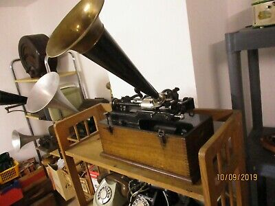 All original Edison  Suitcase Home cylinder phonograph with original  horn