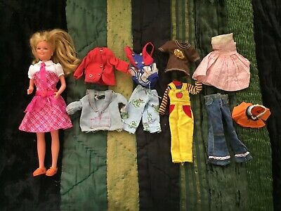 Vintage Barbie SKIPPER ( Damaged ) And Mixed Clothes Lot