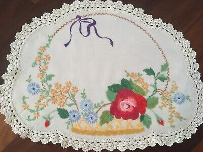 Pretty vintage linen embroidered Rose Daisy Basket Centrepiece Doily Exc