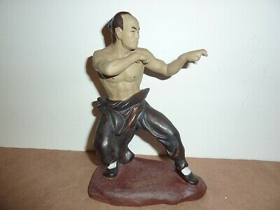 Chinese Shiwan Type Mudman Pottery 18.5 Cm Kung Fu Martial Arts Figure On Stand