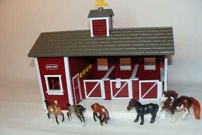 Breyer Stablemates Red Horse Barn Stable Stalls with 5 Horse figures - As Shown
