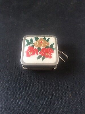 Vintage Embroidered Floral Pattern retractable Miniature Tape Measure Sewing
