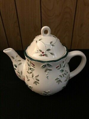 Pfaltzgraff Christmas Winterberry Sculpted Teapot with Lid Red Holly Berries NEW