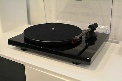 Pro-Ject Debut Carbon 2M Red Cartridge Piano Black Turntable Ex Demo RRP $750