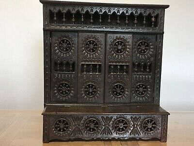 Antique French Brittany miniature closed-bed  and his bench-chest
